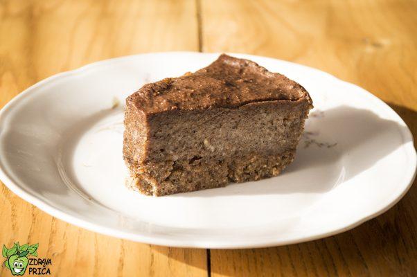 Sirova torta punjena kikiriki puterom